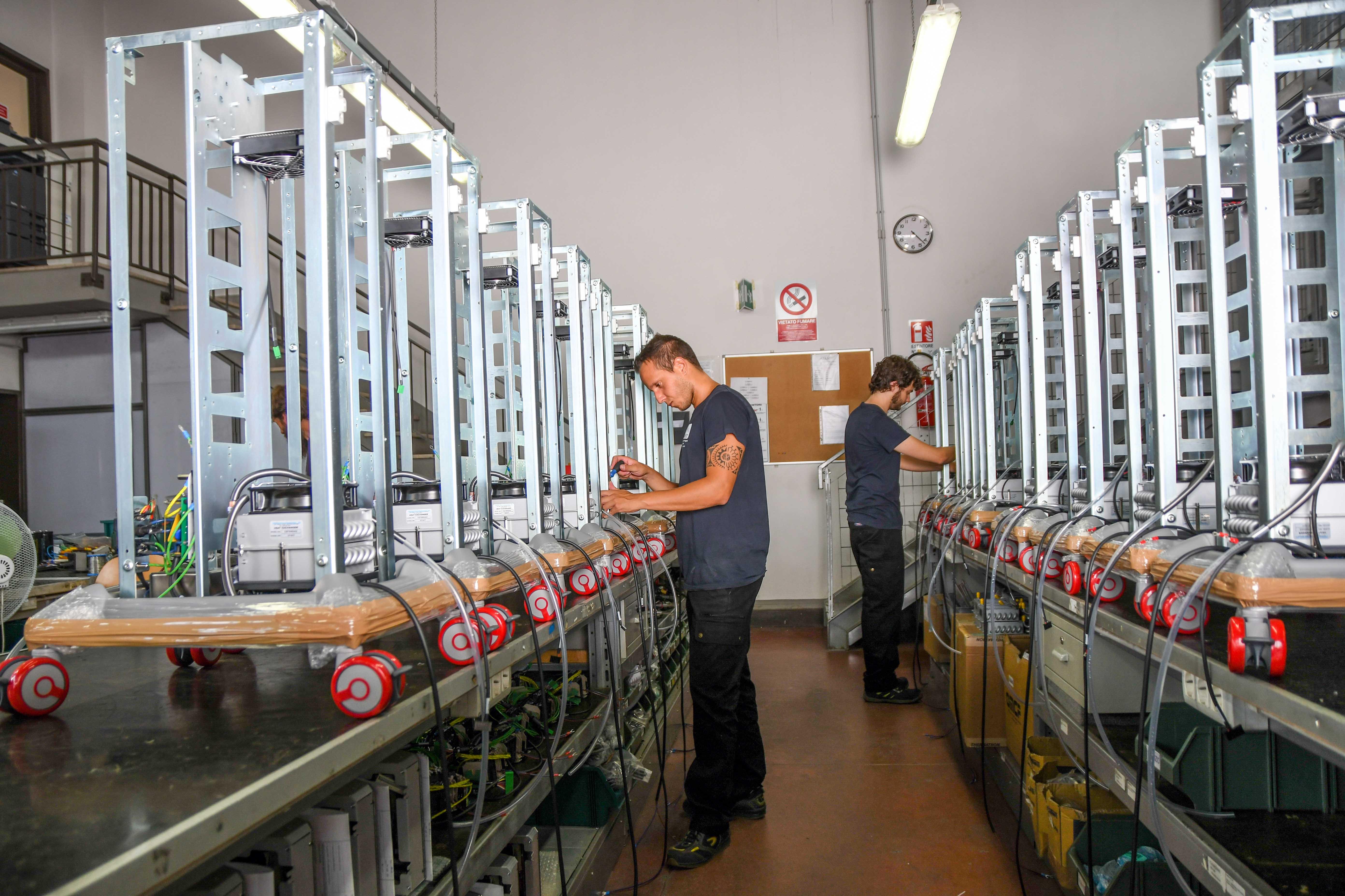 ASE Srl Calenzano - Fasi assemblaggio elettromedicale